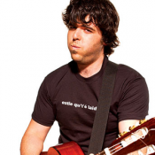Pépé et sa guitare